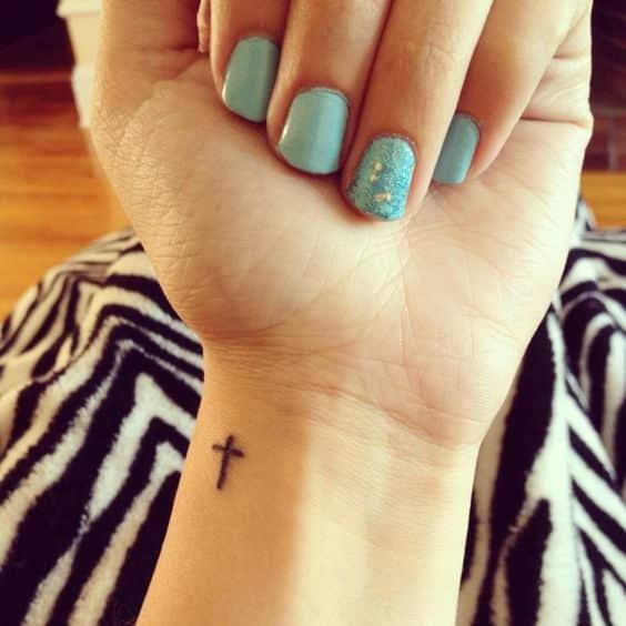 Tatuajes De Cruces Hombres Mujeres Significados Tendencias