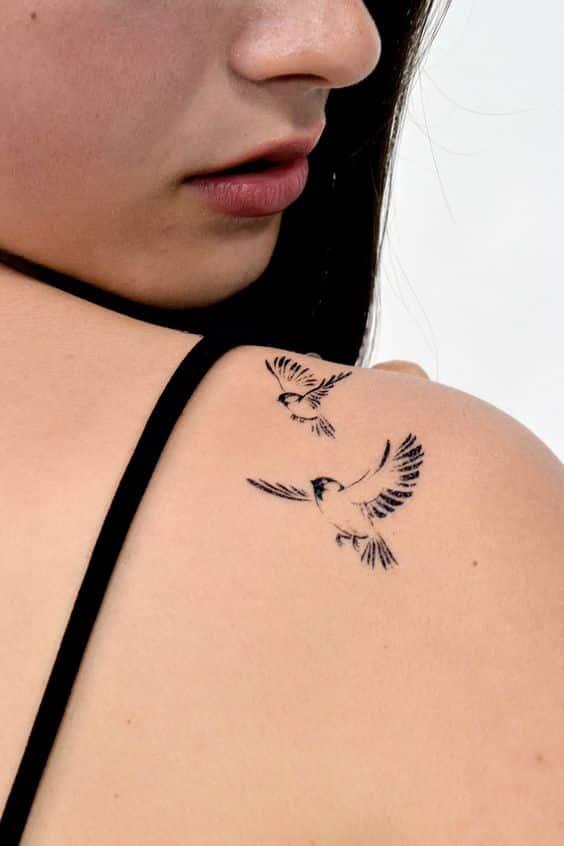 Tatuajes De Pajaros En La Espalda (1)