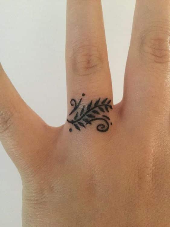 Tatuajes En Los Dedos Significados Mitos Verdades Y Disenos