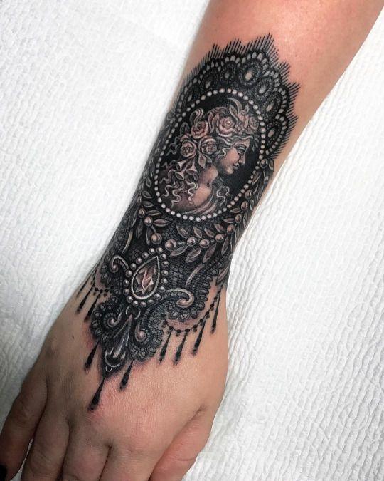 Tatuaje Gotico En La Muñeca