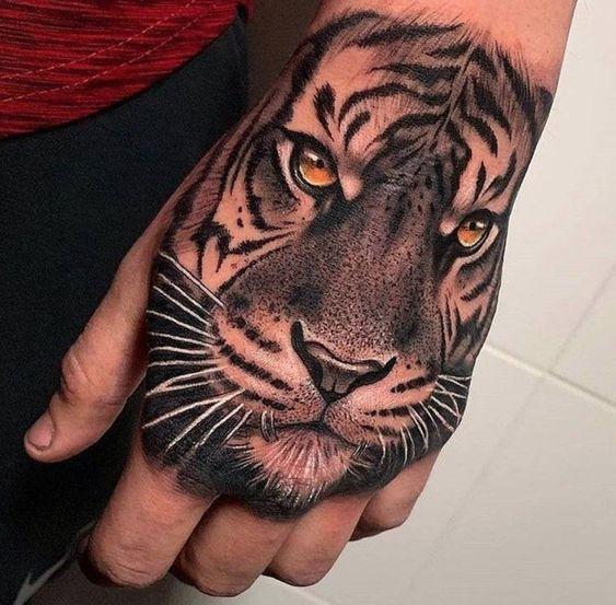 Tatuaje De Tigre En La Mano