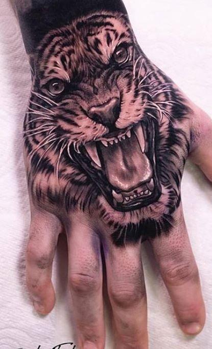 Tatuaje De Tigre Rugiendo En La Mano