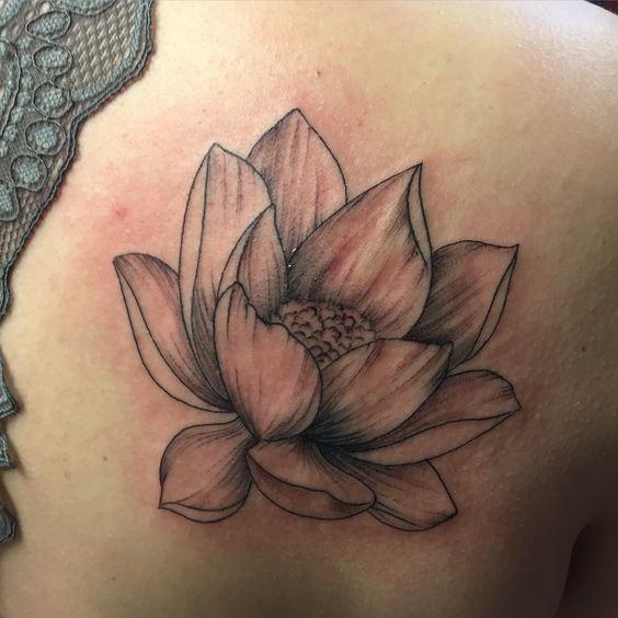 Flor De Loto Tatuada Mujeres (6)