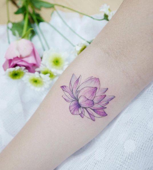 Flor De Loto Tatuada Mujeres (8)