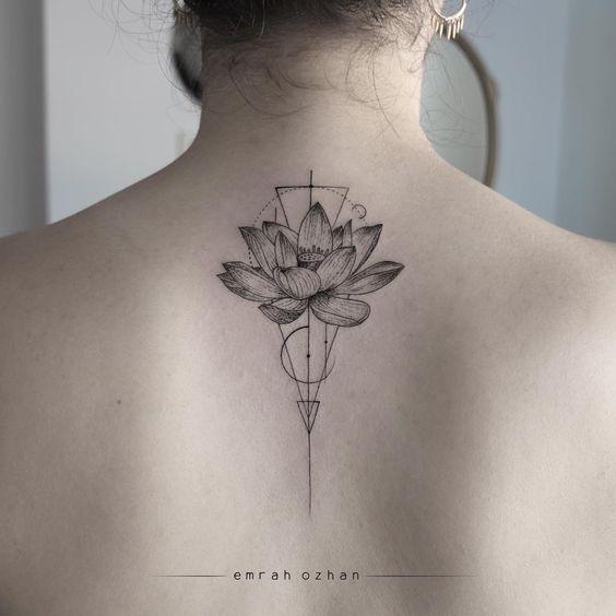 Flor De Loto Tatuaje En La Espalda (2)