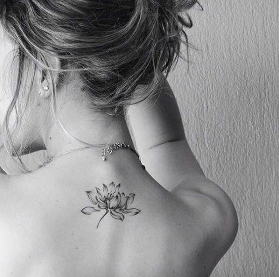 Flor De Loto Tatuaje En La Espalda (4)