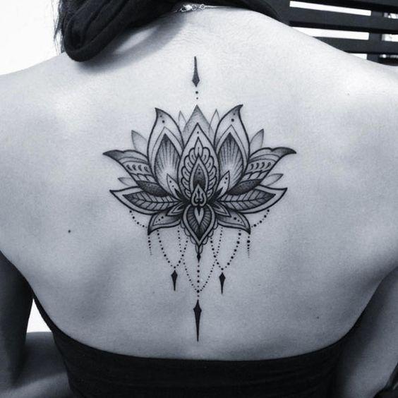 Flor De Loto Tatuaje En La Espalda (6)