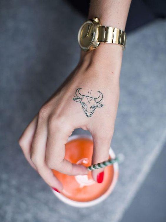 Tattoos De Toros En Mujeres (4)