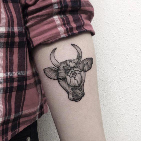 Tattoos De Toros En Mujeres (5)