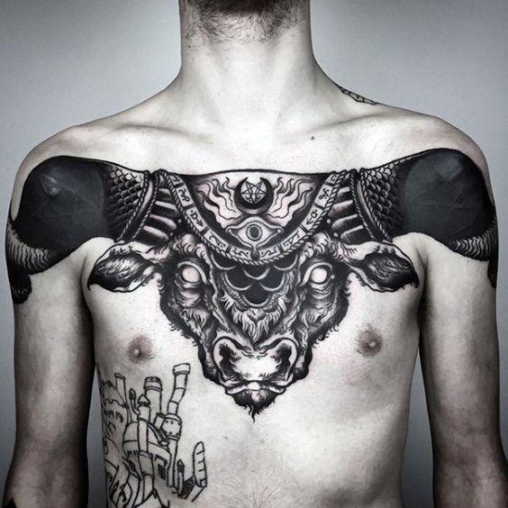 Tatuaje De Toro En El Pecho (1)