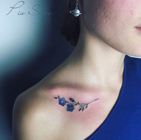 Tatuajes De Mujeres En La Clavicula (8)