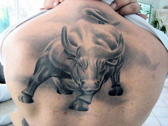 Tatuajes De Toros En La Espalda (3)