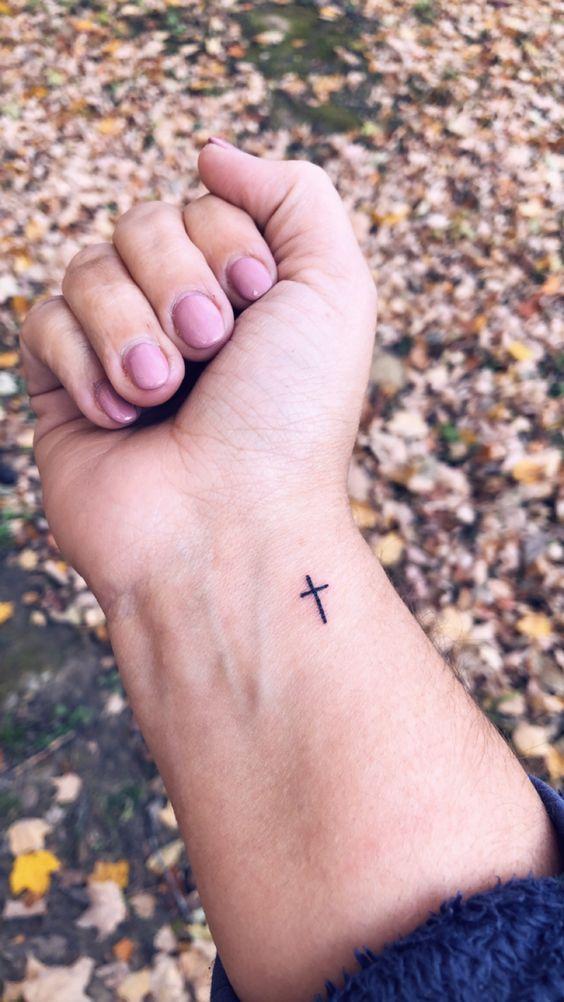 Tatuajes Pequeños De Cruces 6
