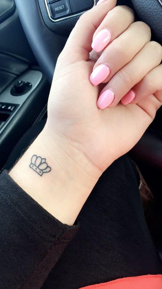 Tatuajes De Corona En La Muneca 1