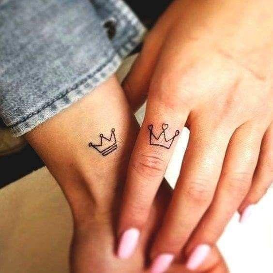 Tatuajes De Corona En Los Dedos 7