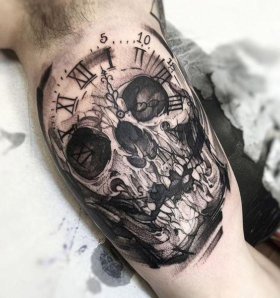 Tatouage De Lhorloge Du Crâne (1)
