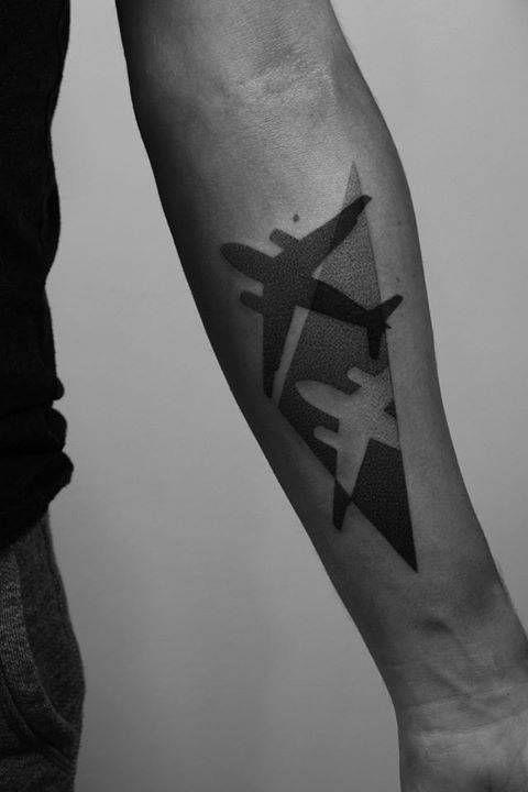 Tatouage Avion Homme (15)