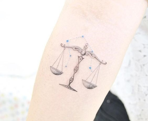 Tatouage Constellation Femme (1)