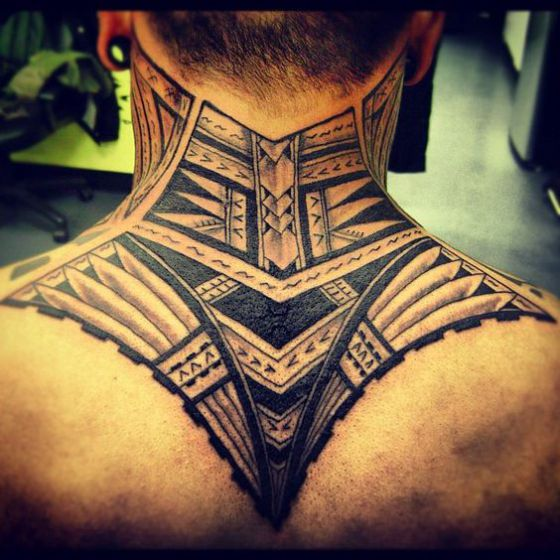 Tatouage Cou Homme (1)