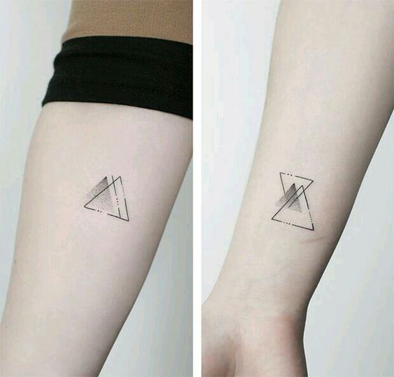 Tatouage Deux Triangles (1)