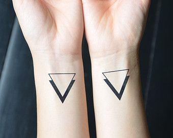 Tatouage Deux Triangles (2)