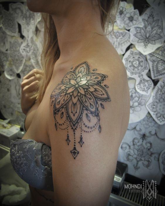 Tatouage épaule Femme (8)