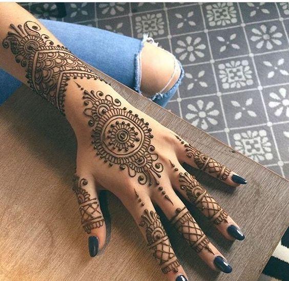Tatouage Henne Noir (3)