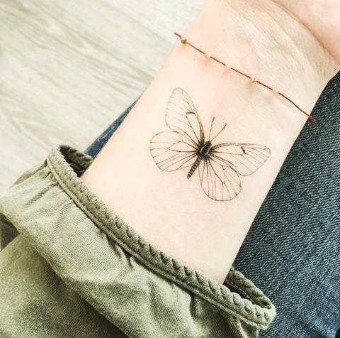 Tatouage Papillon Main (3)