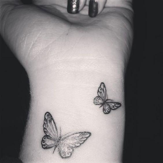 Tatouage Papillon Main (4)