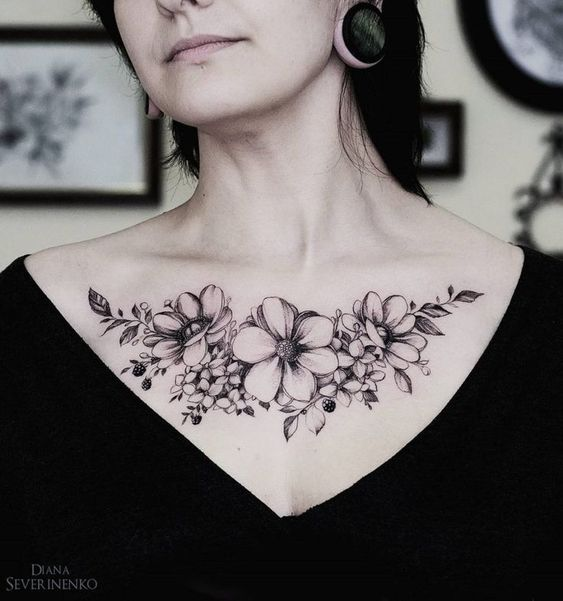Tatouage Poitrine Femme (4)