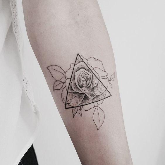 Tatouage Triangle Femme (6)
