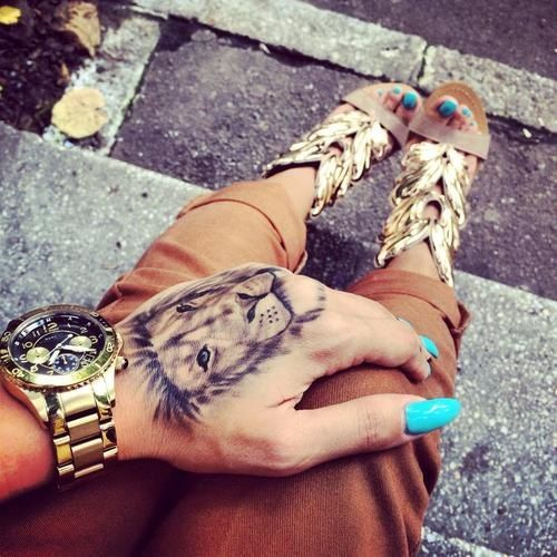 Tatouages Main Femme (8)
